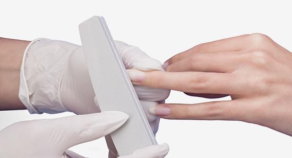 Preparazione dell'unghia naturale per costruire o applicare lo smalto Estrosa